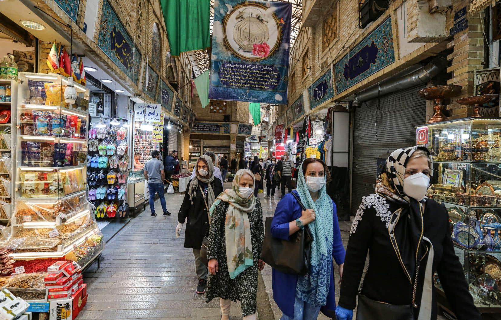 Le Moyen-Orient fait face au coronavirus en désinfectant les mosquées et en annulant les prières musulmanes