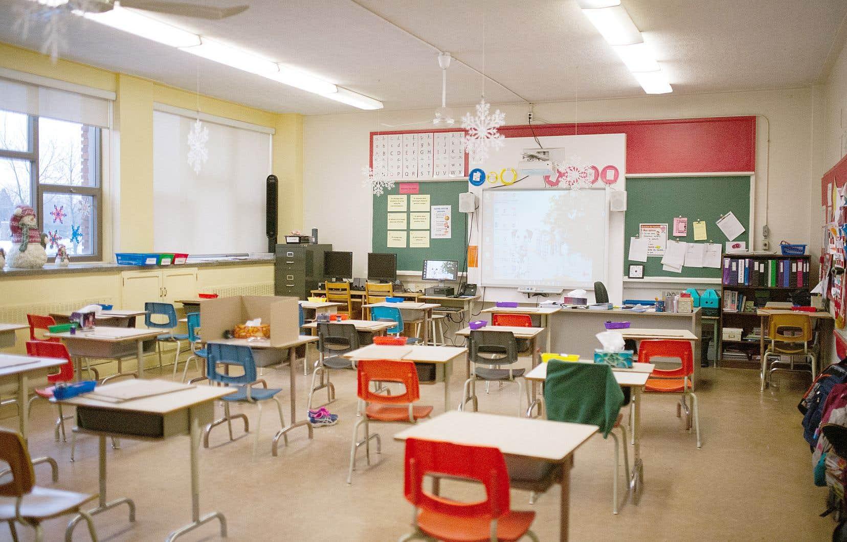 Les élèves du primaire y retourneront le 11 mai, à l'exception des écoliers montréalais, qui retrouveront les bancs d'école le 19 mai.