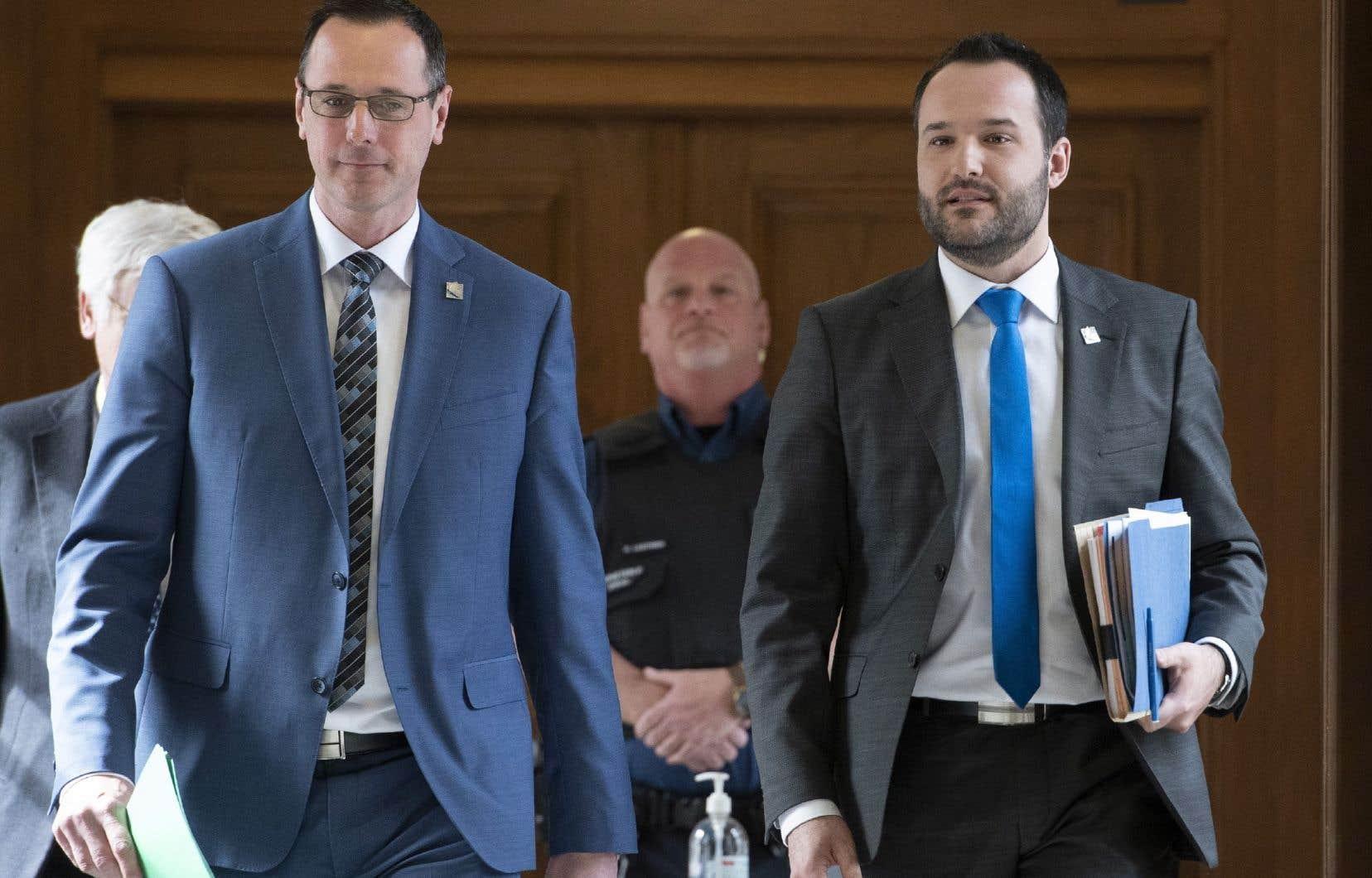 Le ministre de l'Éducation, Jean-François Roberge, et le ministre de la Famille, Mathieu Lacombe, ont donné lundi des détails surle retour à l'école et en garderie des enfants québécois.
