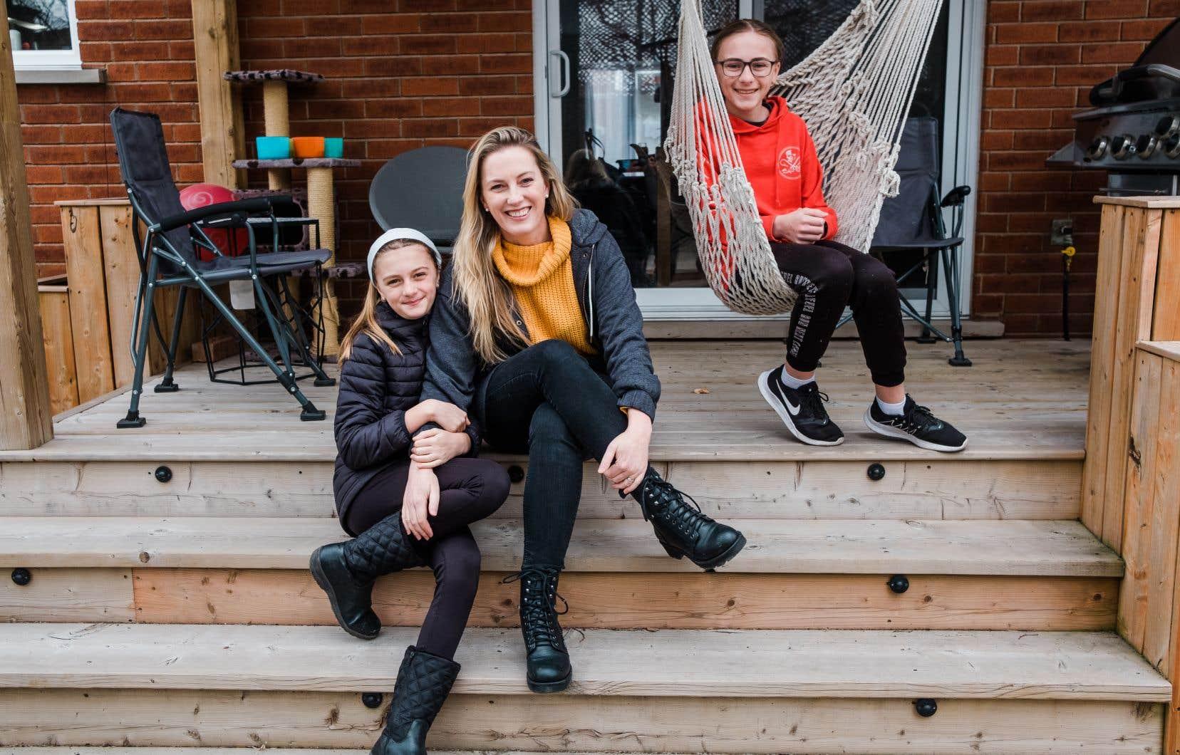 Maude Goyer, journaliste et blogueuse, avec ses deux enfants qui retourneront bientôt à l'école.