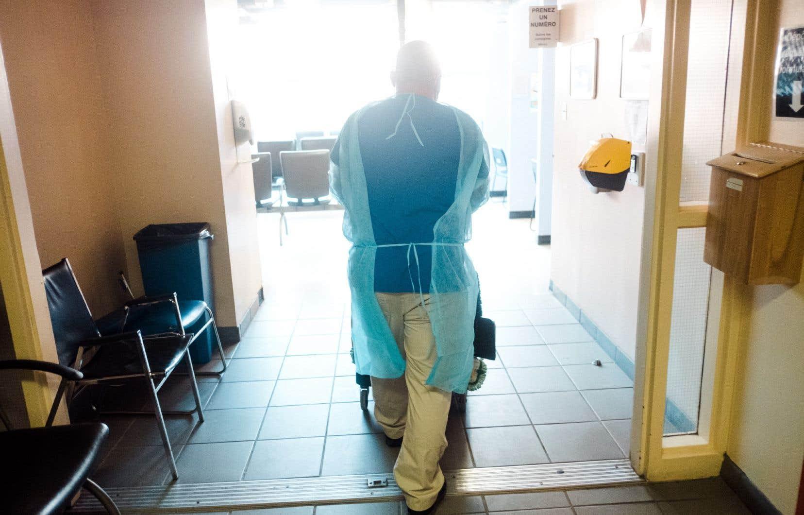 Les préposés aux bénéficiaires devraient gagner le même salaire peu importe où sont offerts les services, estime Philippe Voyer.