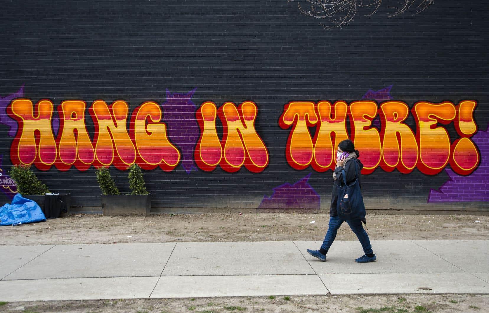 Au total, l'Ontario dénombre 15728 diagnostics positifs — une hausse de 2,3% par rapport à la veille, ce qui constitue la plus faible hausse des dernières semaines.