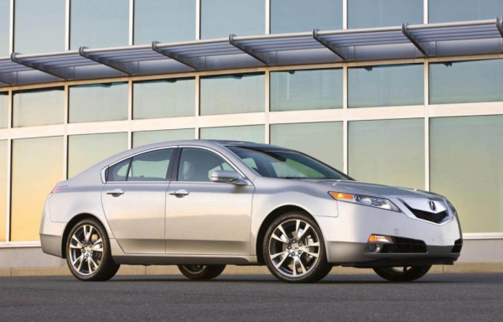 La douceur de roulement demeure une des principales qualités de l'Acura TL, tandis que l'insonorisation a été améliorée.<br />