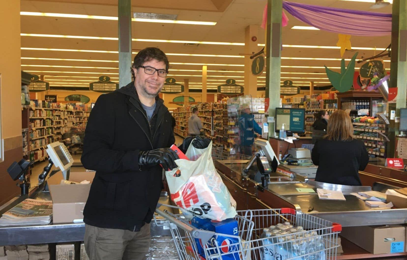 Jusqu'à présent, Guillaume Morrissette a recueilli près de 5000$ en dons pour aider les personnes à faible revenu et les sans-abri.