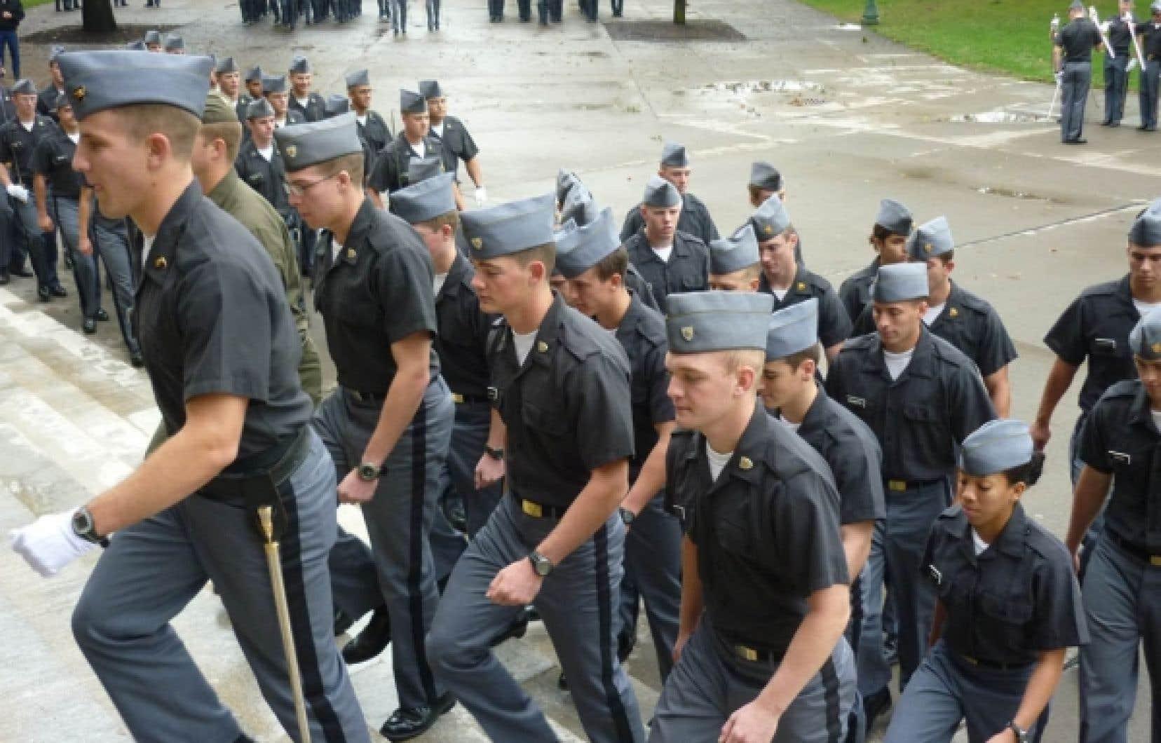 Les homosexuels de l'armée américaine ne seront plus soumis à la loi du silence. Ci-dessus, des cadets étudiant cette année à West Point.<br />