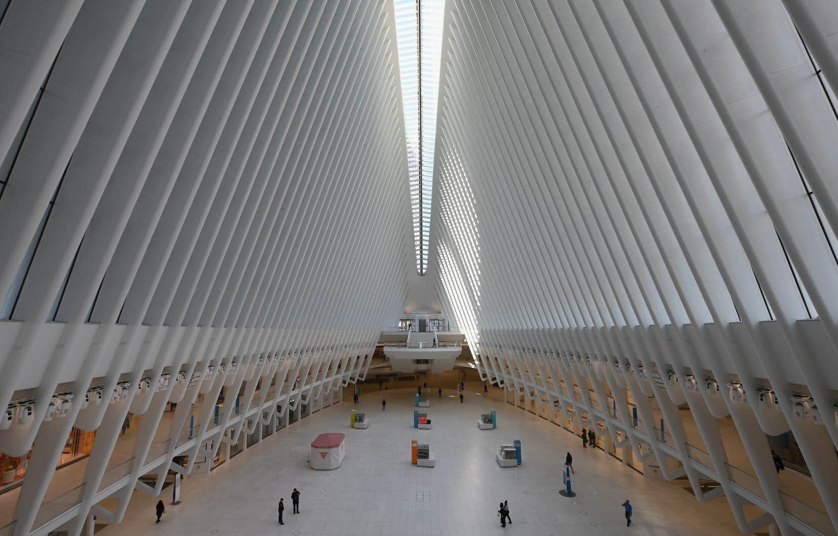 Le centre commercial Oculus de New York, habituellement bondé, est déserté par les consommateurs.