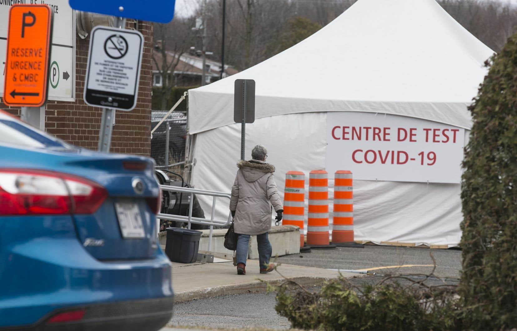 Le centre de dépistage de la Covid-19 près de l'hôpital de Granby
