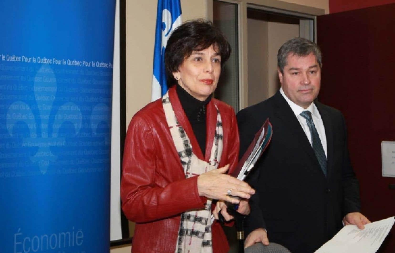 Le coût du projet du CHUM dépasse maintenant deux milliards, ont confirmé les ministres Michelle Courchesne et Yves Bolduc. <br />