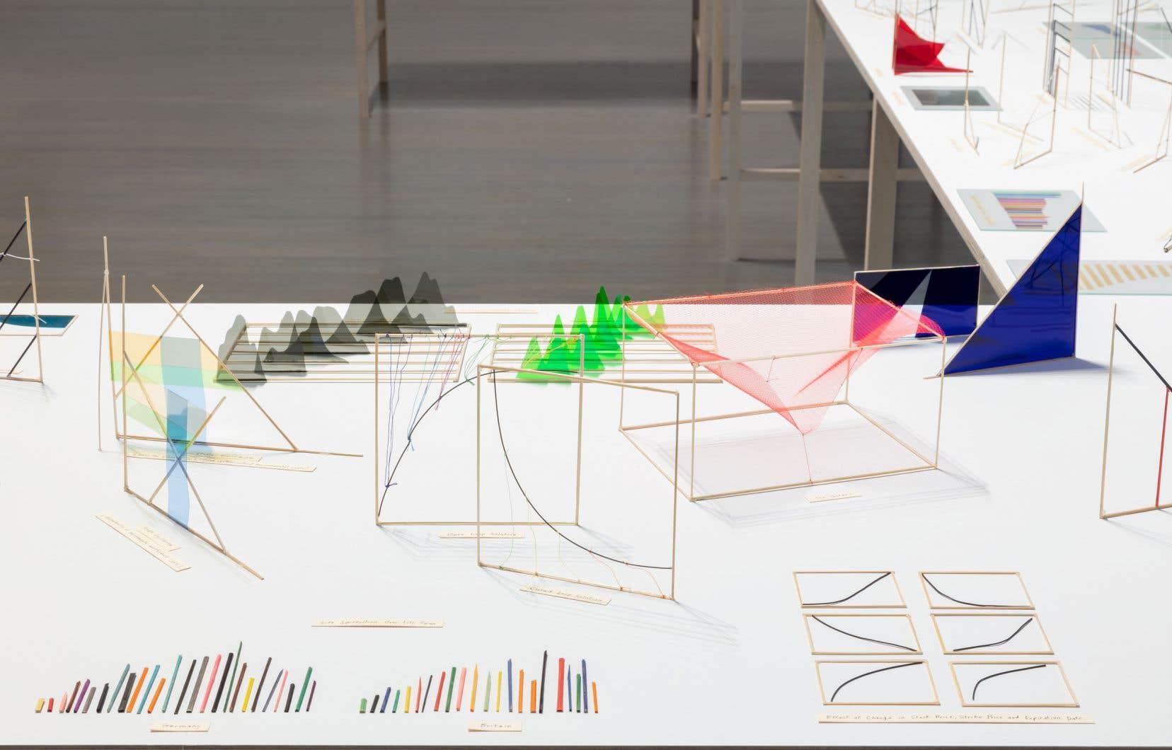 Richard Ibghy & Marilou Lemmens, <em>The Prophets</em>, 2013-2015 (détail).<br /> Bambou, acétate, ficelle, fil de métal, plastique, encre, papier, papier d'aluminium, verre et bois, 412 éléments.<br /> Dimensions variables.<br />Achat, avec l'aide du programme de Subventions d'acquisition du Conseil des arts du Canada.
