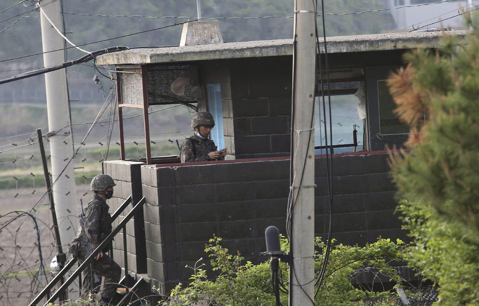 Les deux pays sont encore techniquement en guerre depuis l'armistice ayant mis fin à la Guerre de Corée en 1953.