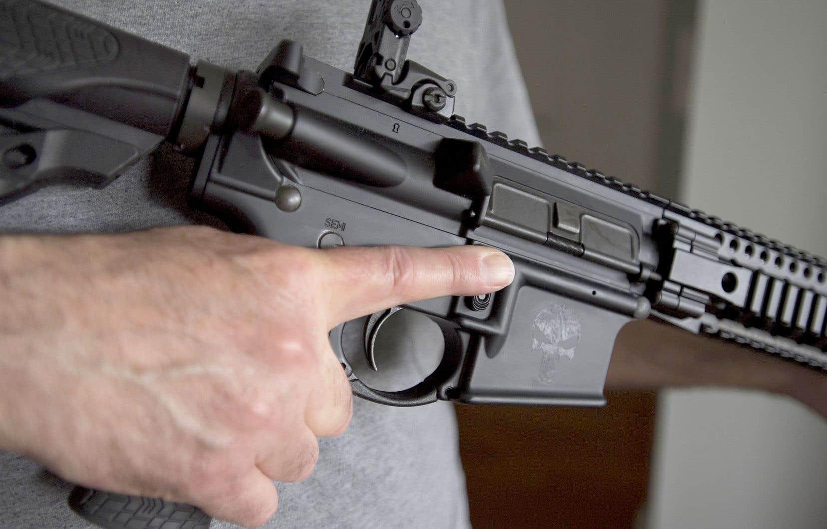 Ottawa a inscrit par voie réglementaire quelque 1500 modèles d'armes d'assaut de type militaire à la liste des armes prohibées au Canada, notamment ce AR-15.