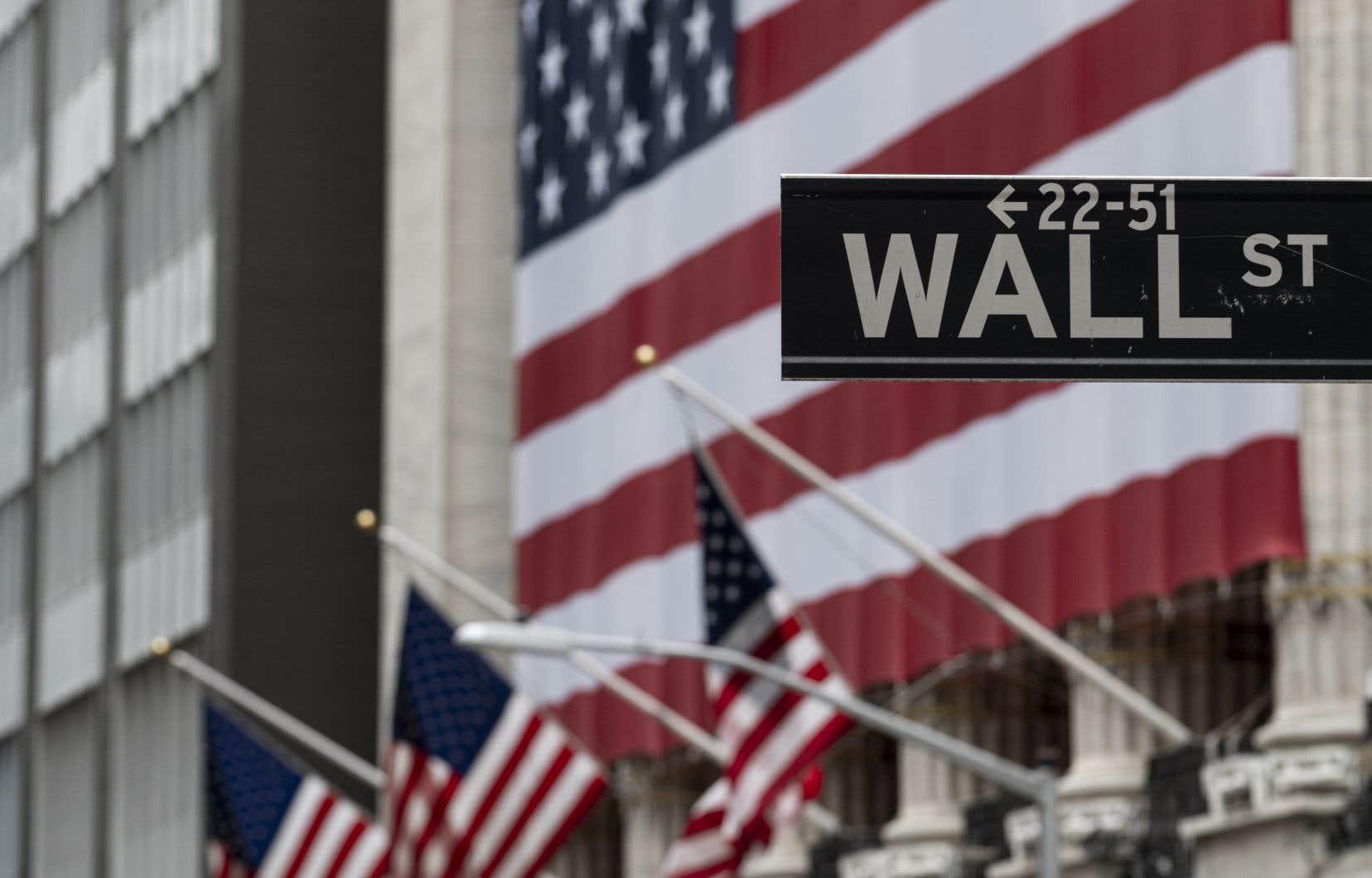À New York, la moyenne Dow Jones, l'indice élargi S&P 500 et l'indice composé du Nasdaq perdait tous des points à l'ouverture.