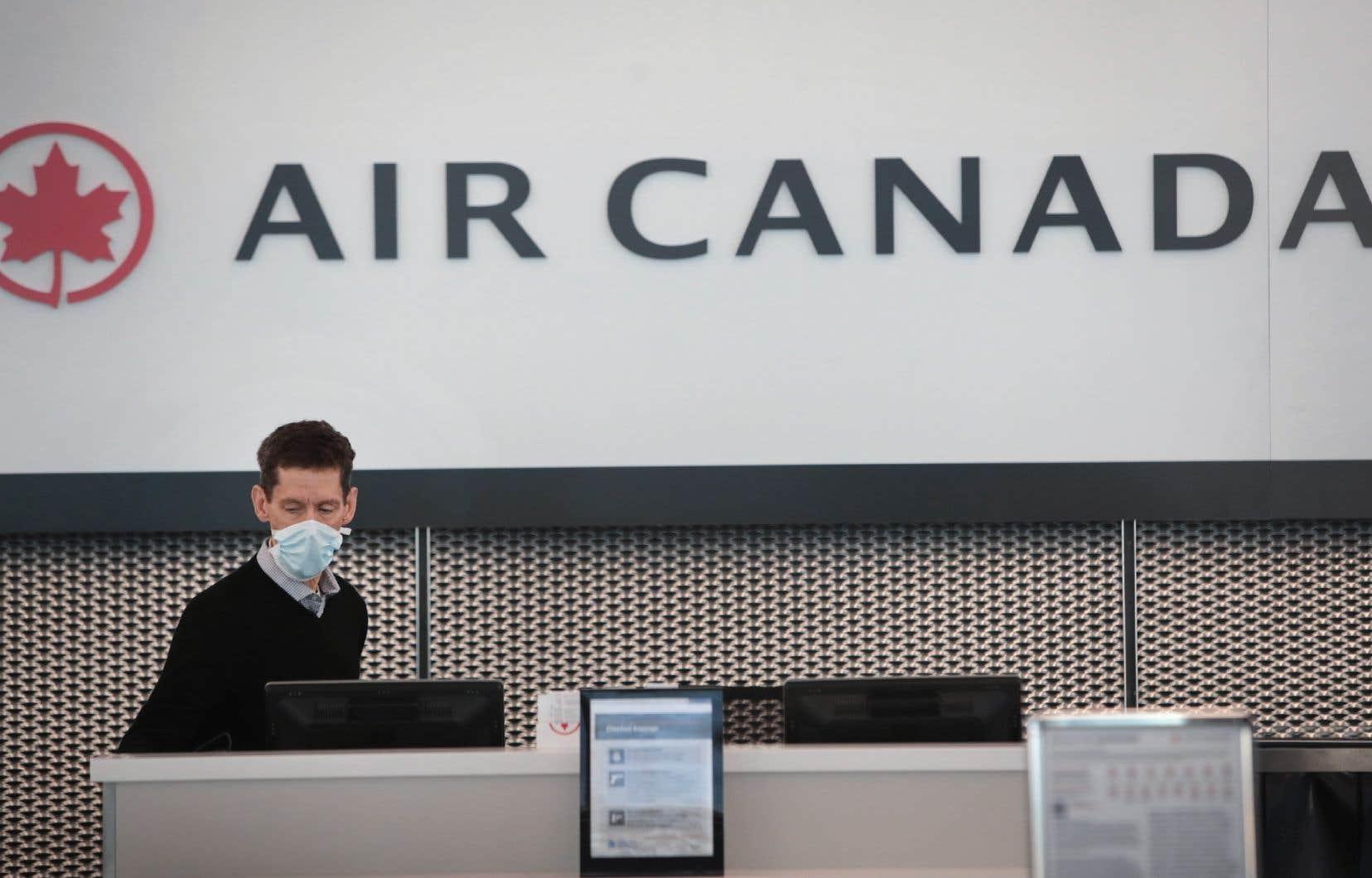 En excluant notamment l'effet des taux de change, Air Canada a affiché une perte nette ajustée de 392millions, ou de 1,49$ l'action, après trois mois en 2020, contre un bénéfice net ajusté de 17millions, ou de 6 cents l'action un an plus tôt.