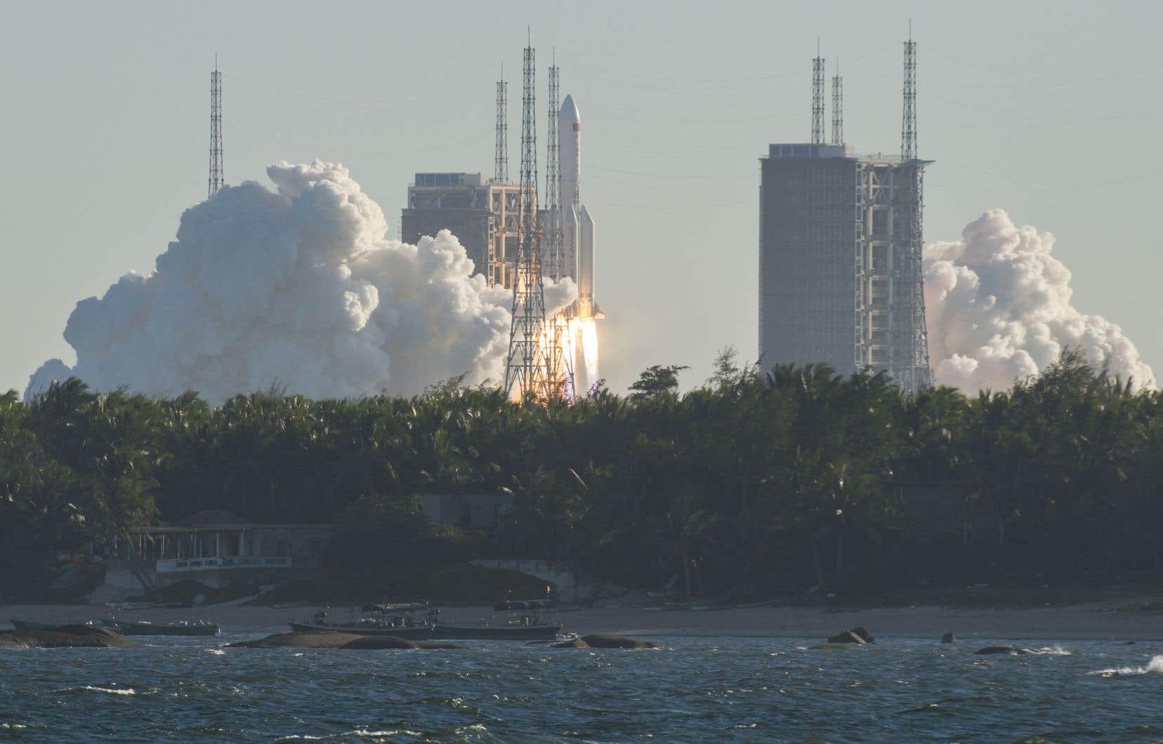 <p>L'engin a été propulsé depuis la base de Wenchang sur l'île de Hainan (sud) à l'aide d'une fusée Longue-Marche 5B, dont c'était le vol inaugural, a indiqué Chine nouvelle.</p>