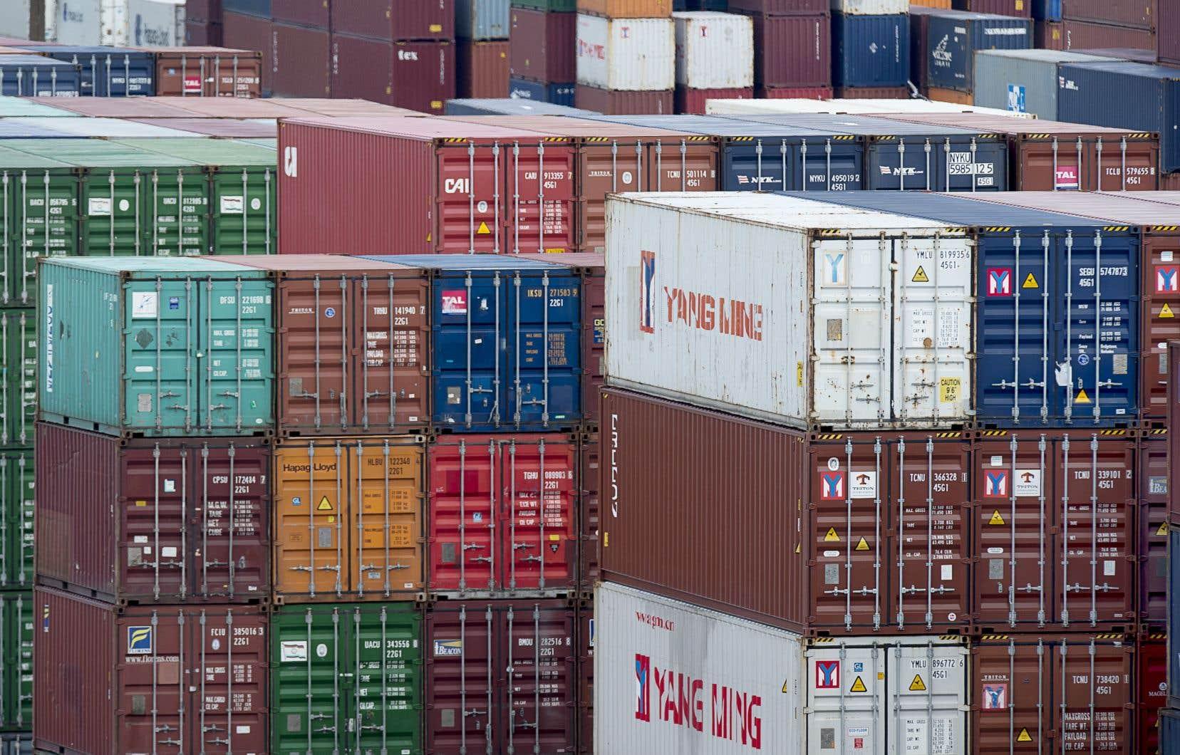 <p>Les exportations et les importations ont plongé de près de 10% d'une année à l'autre.</p>