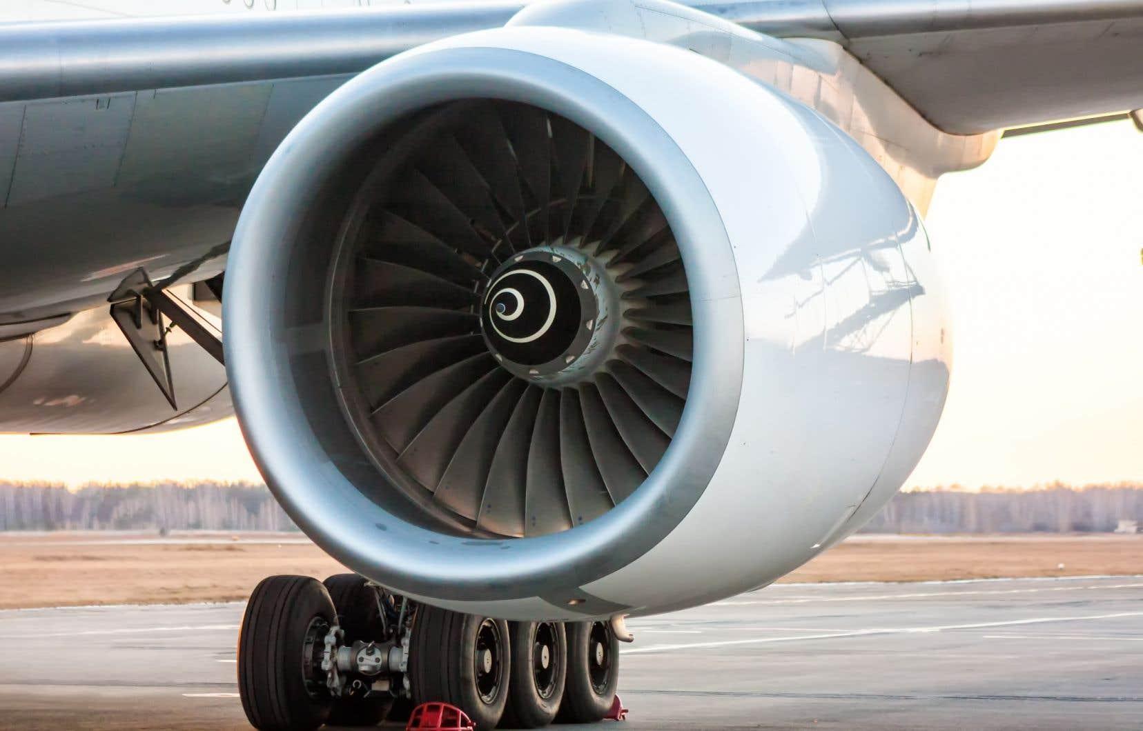 Les avionneurs ont abaissé  les cadences  de production puisque les compagnies  aériennes ont cloué leurs avions au sol, reporté des livraisons  et annulé des commandes.