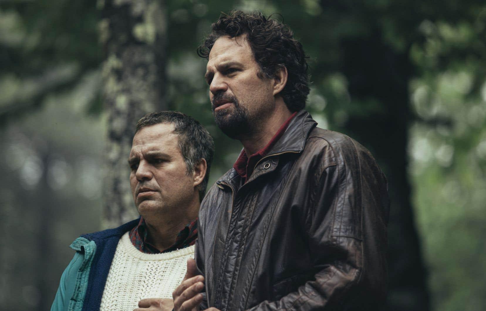 Il faut souligner la double performance de Mark Ruffalo, aussi à l'aise dans le rôle de Dominick Birdsey, quadragénaire au caractère impétueux dont l'existence est une suite de tragédies, que dans celui de son frère jumeau Thomas, qui souffre de schizophrénie paranoïde.