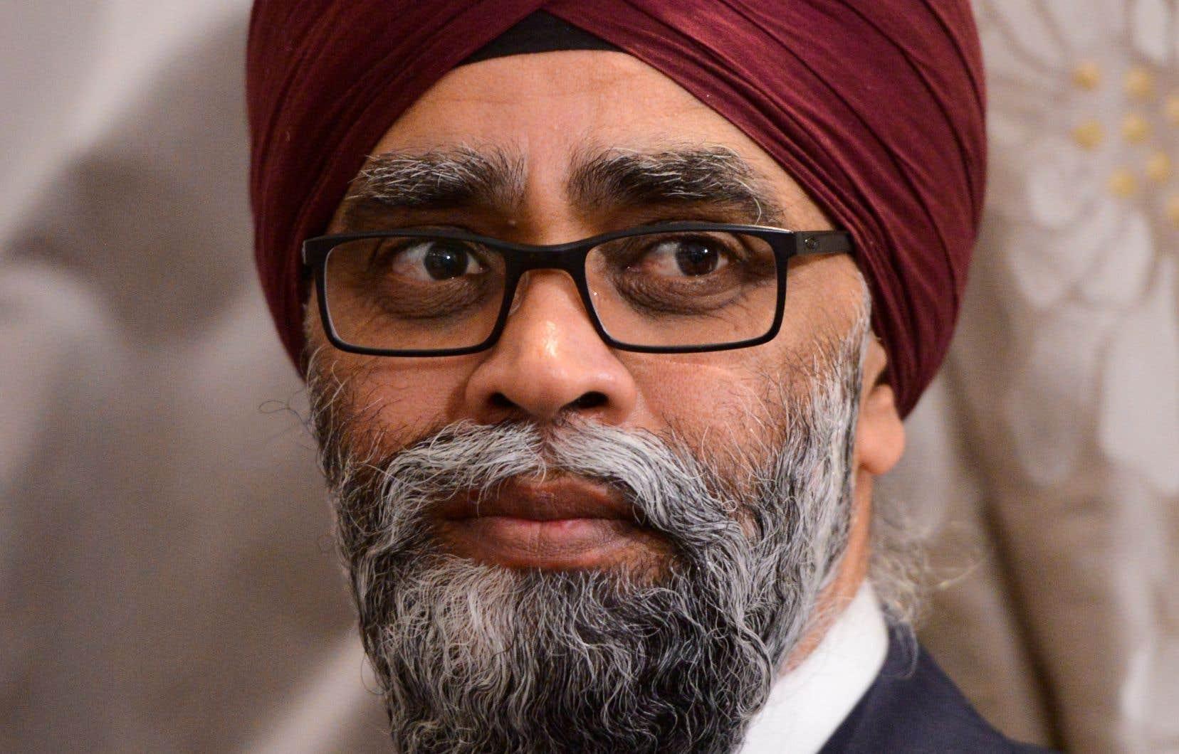 Le ministre de la Défense, Harjit Sajjan, s'est défendu d'avoir mis trop de temps à déployer des soldats au Québec, qui peine à contrôler les ravages de la pandémie dans leurs résidences pour personnes âgées.