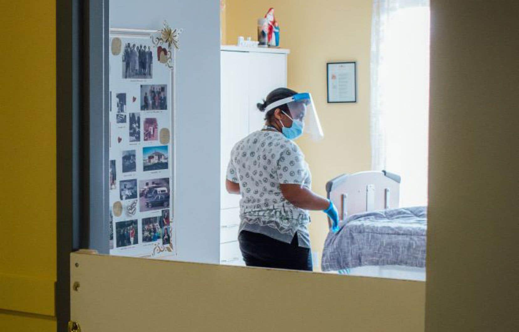 Ce sont majoritairement des femmes qui oeuvrent dans les établissements de santé et dans les CHSLD.