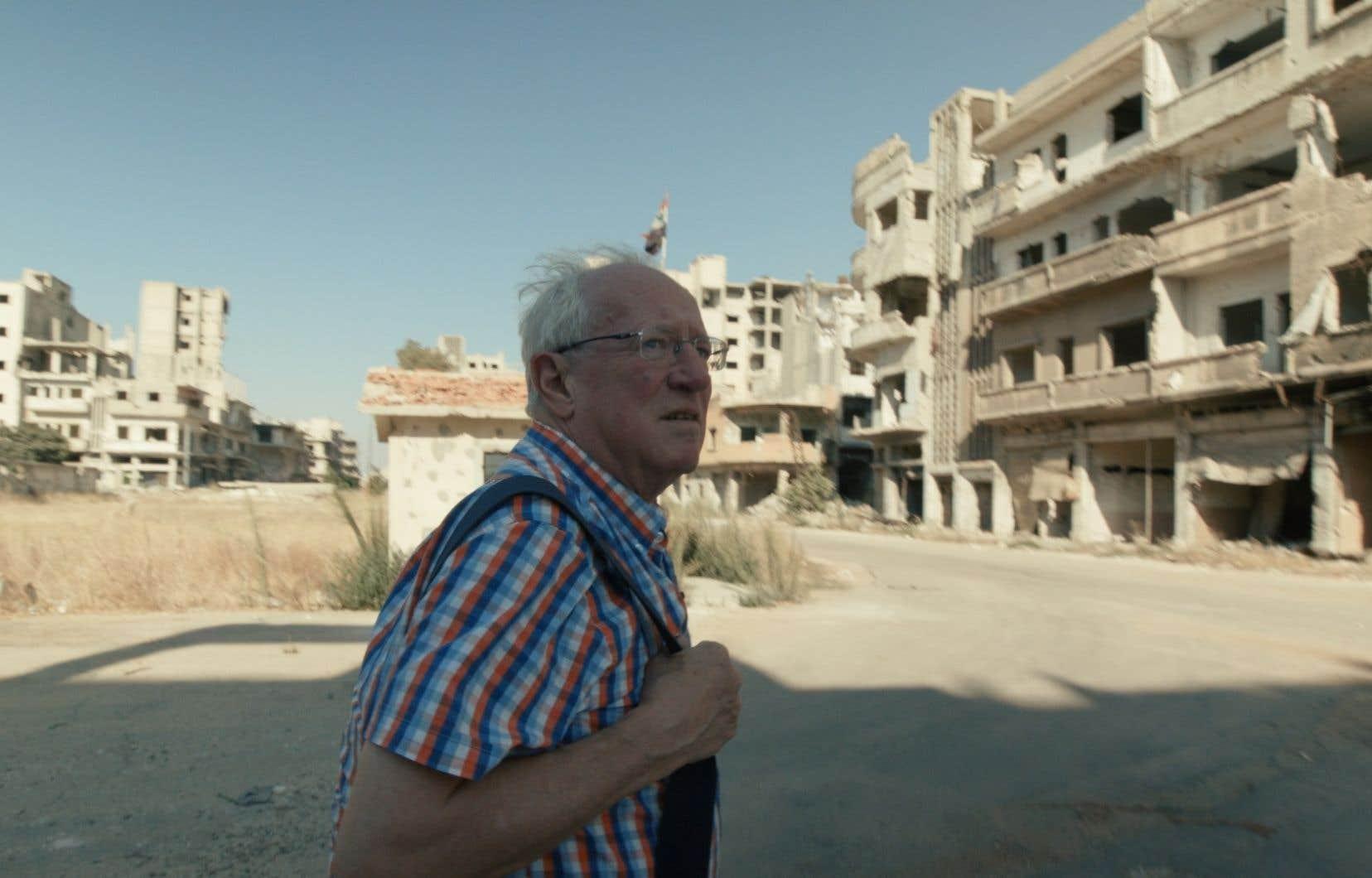 Robert Fisk est correspondant de guerre depuis presque cinquante ans. Il a couvert les troubles en Irlande du Nord, la guerre du Liban, celles du Golfe, de l'Afghanistan, de la Syrie… La liste est longue.