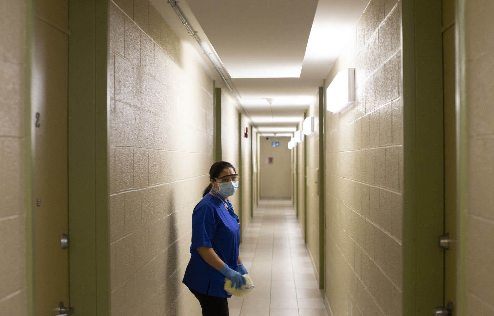 Plus de 80% des quelque 4500 décès liés à la COVID-19 au Canada sont survenus dans des établissements de soins de longue durée.