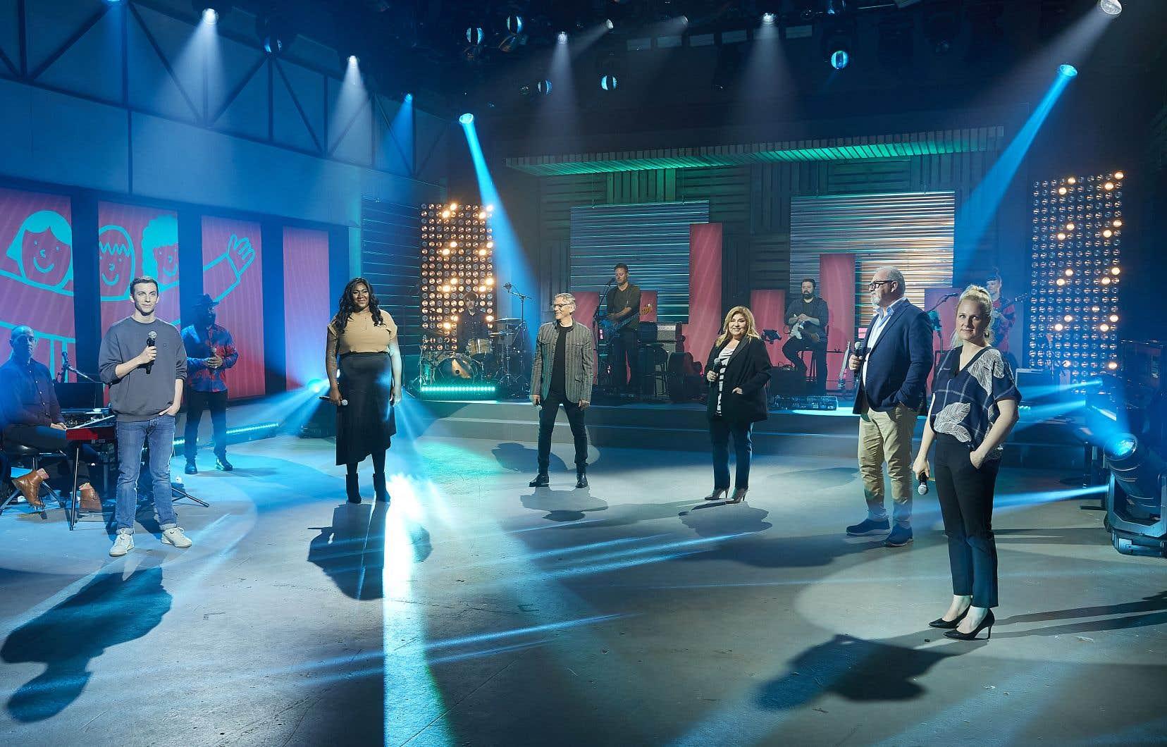 Pier-Luc Funk, Mélissa Bédard,Marc Labrèche,Marie-Claude Barrette, Gildor Roy etMarie-Soleil Dion coanimeront l'émission.
