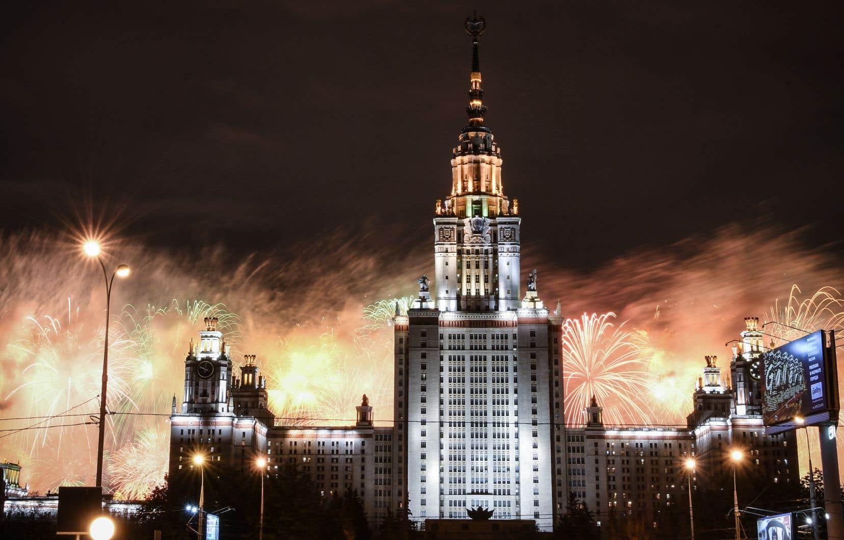 La Russie a modestement fêté samedi les 75ans de la victoire, sans l'habituel grand défilé militaire et les milliers de Russes dans les rues.
