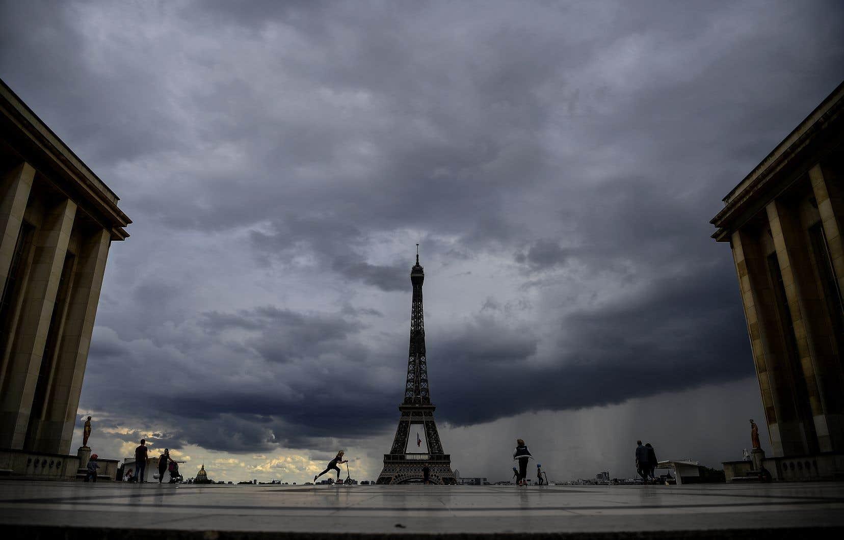 Le bilan total depuis le 1ermars en France s'élève désormais à au moins 26380 décès.
