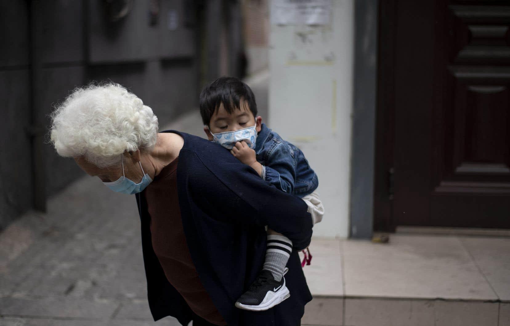 Les autorités de Wuhan ont forcé la fermeture des lieux publics et appelé les résidents à un nouveau confinement.