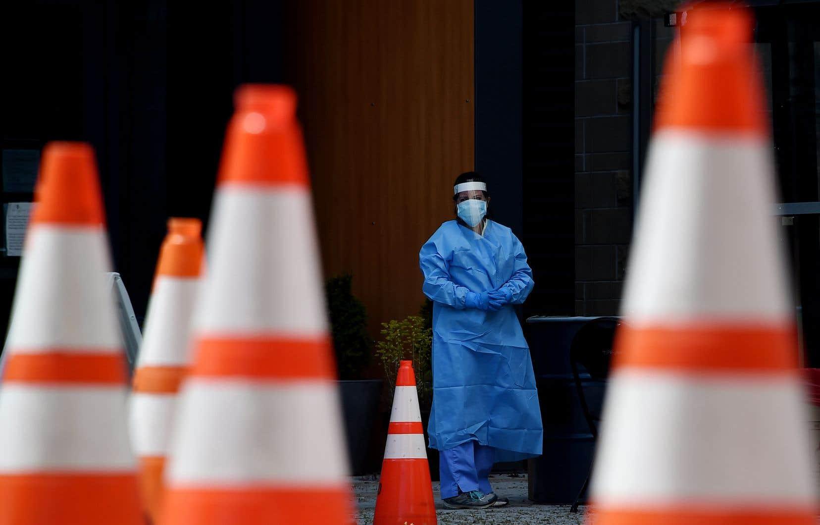 L'OMScroit que les tests de dépistage sur les personnes guéries détectent des cellules pulmonaires mortes et des résidus viraux non contagieux.