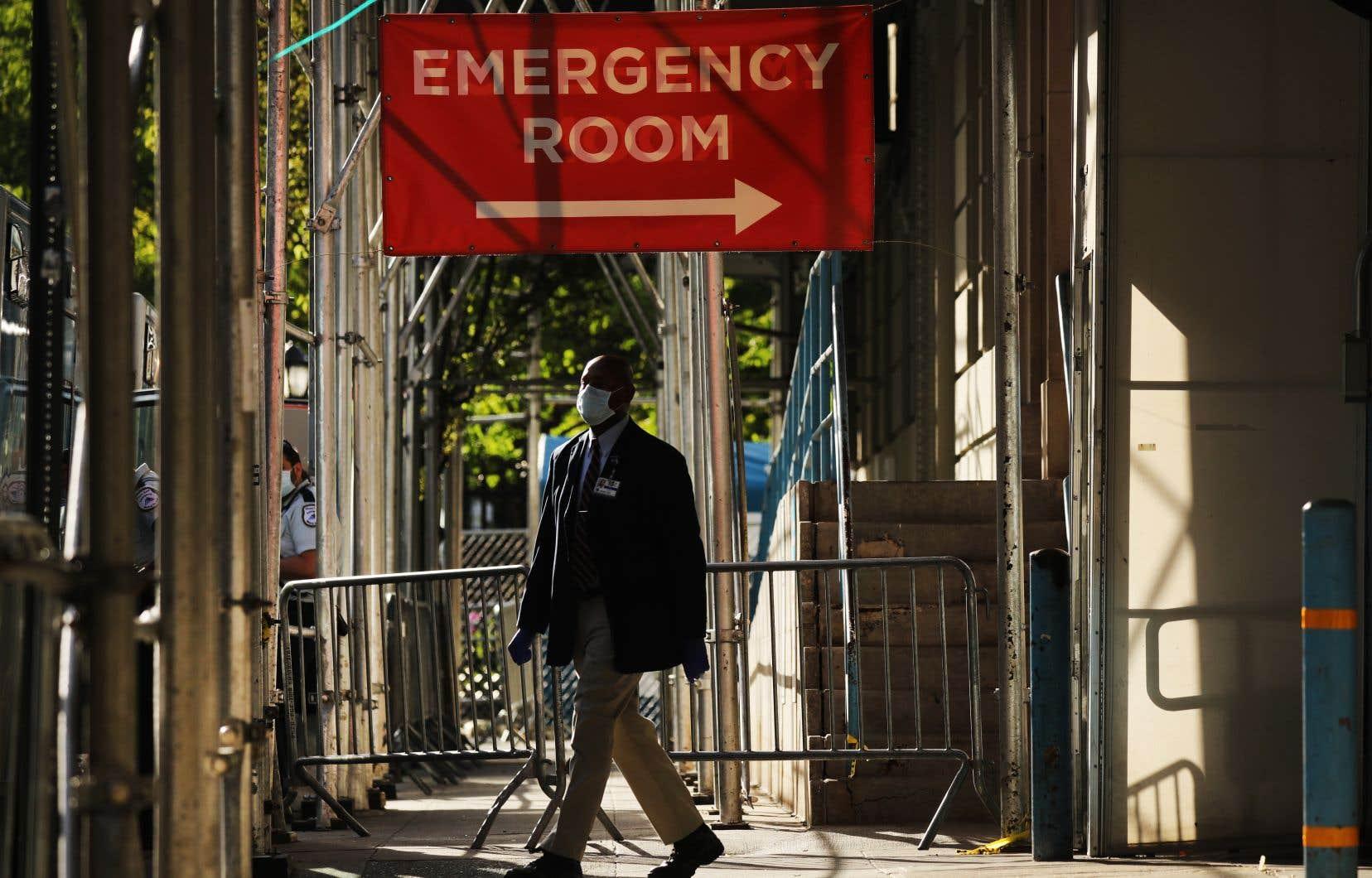À New York, des soignants de toutes spécialités, voire du reste du pays, ont prêté main-forte pour gérer le tsunami de patients COVID-19.