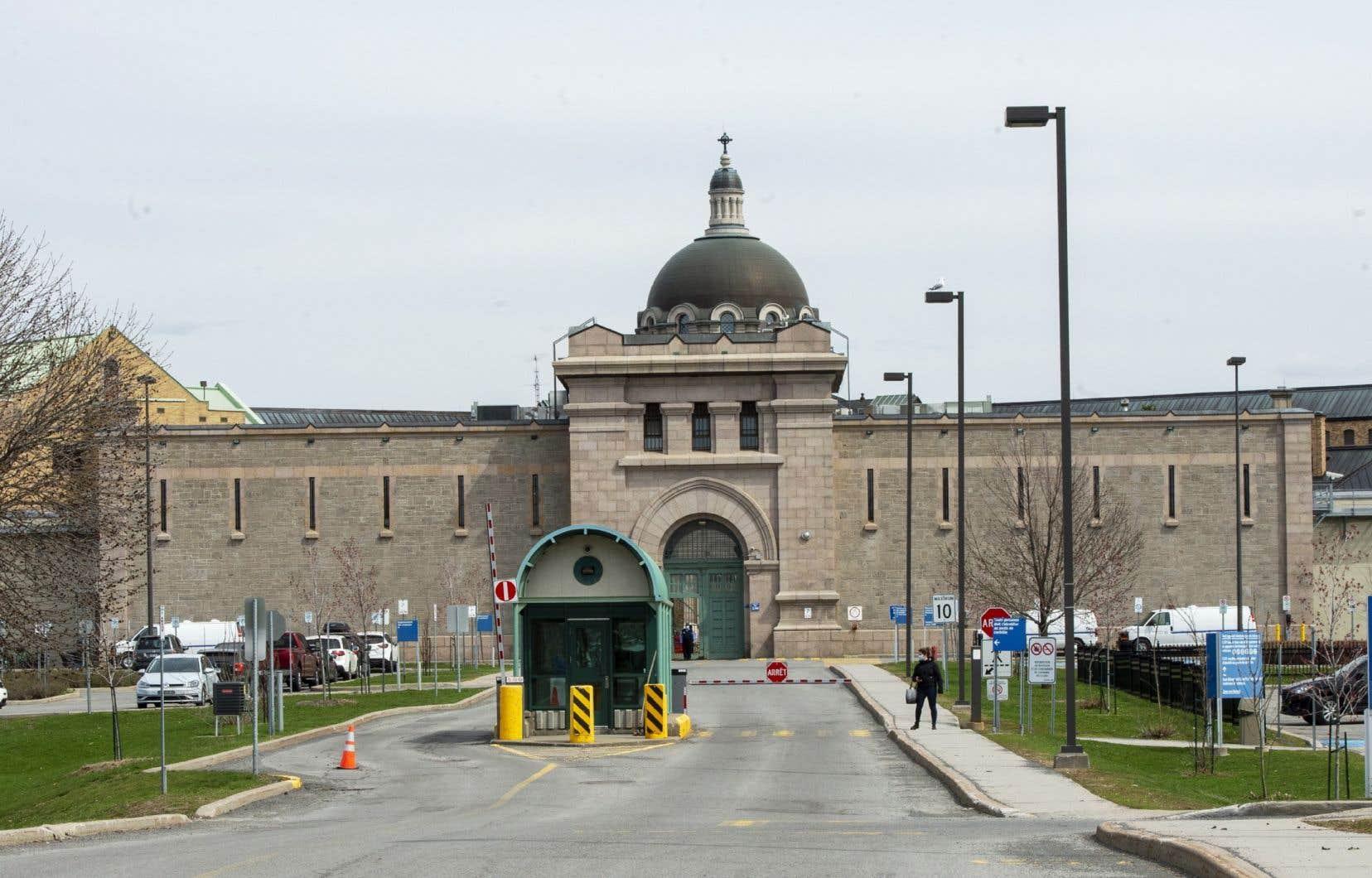 Le nombre de détenus atteints de la COVID-19 à la prison de Bordeaux, à Montréal, a plus que doublé depuis vendredi.