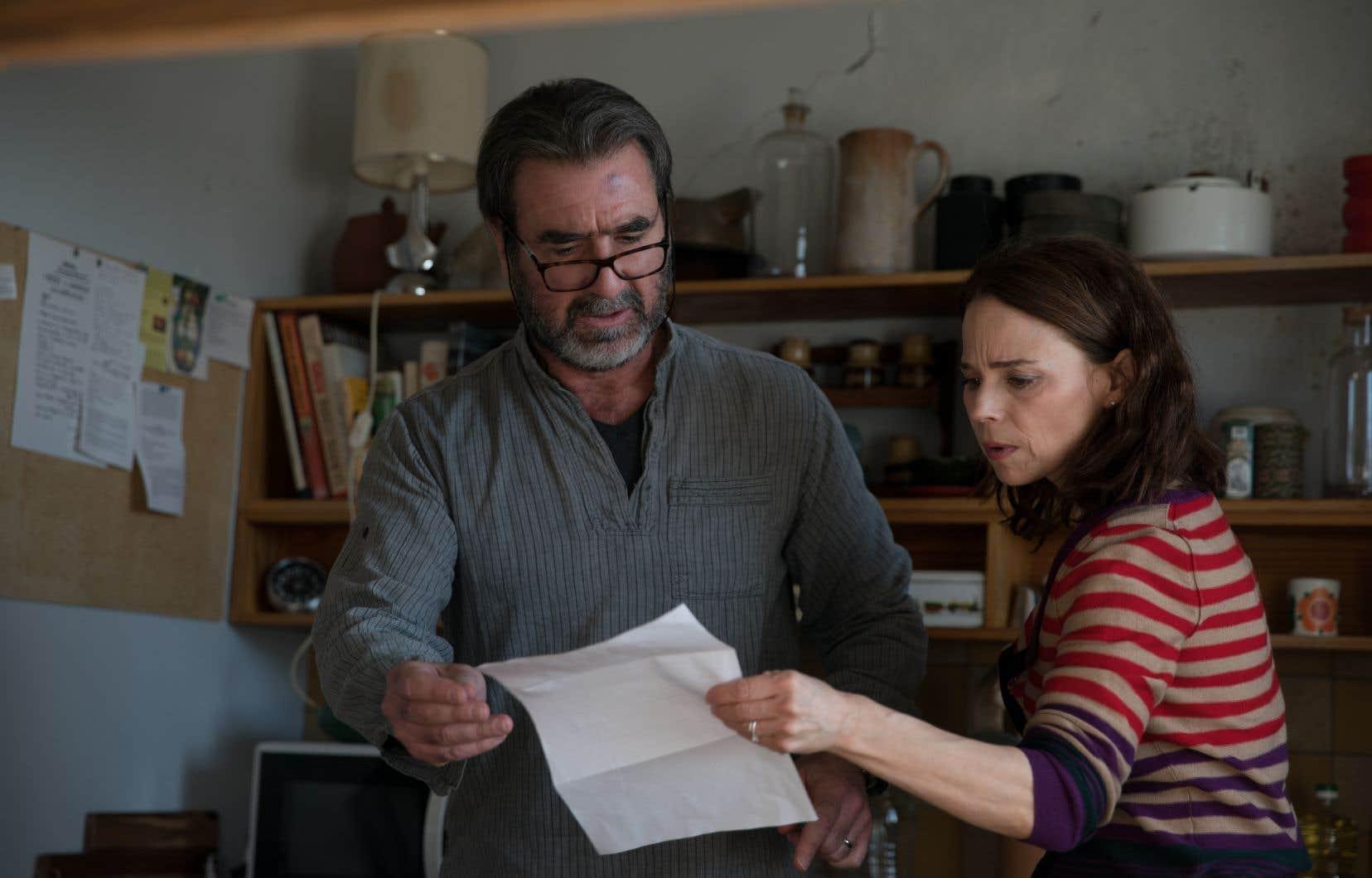 Dans «Dérapages», Éric Cantona, l'ex-footballeur devenu acteur, incarne le mari du personnage de Suzanne Clément. Ensemble, ils forment un duo émouvant, soudé.