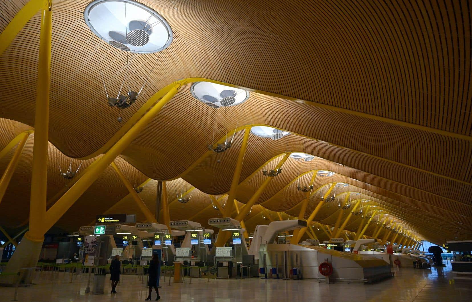 L'aéroport Madrid-Barajas Adolfo Suarez à Barajas le 16 mai 2020. L'Espagne a commencé vendredi à renforcer le contrôle des voyageurs internationaux arrivant à ses aéroports.