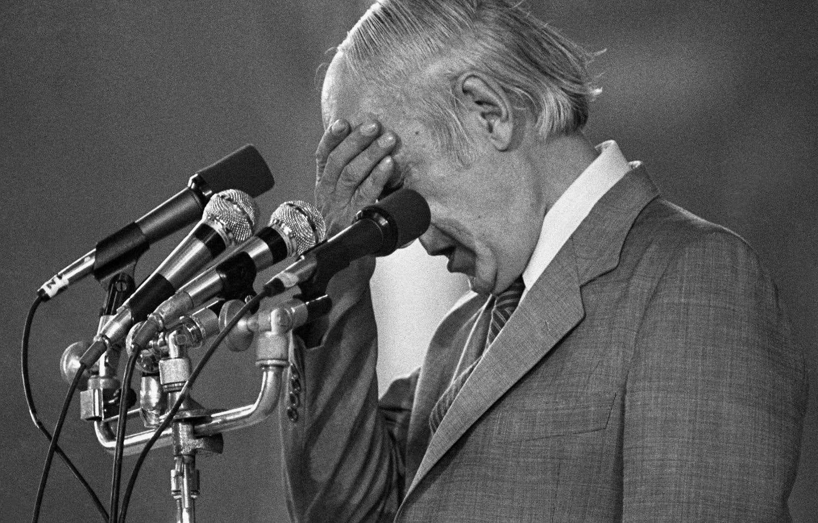 René Lévesque photographié le soir de la défaite du référendum sur le projet de souveraineté-association