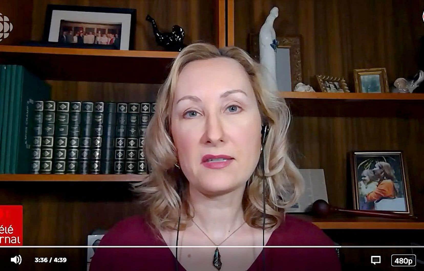 Les téléspectateurs peuvent voir le bureau personnel de la commentatrice Tasha Kheiriddin, d'où elle fait ses apparitions au téléjournal depuis le début du confinement.