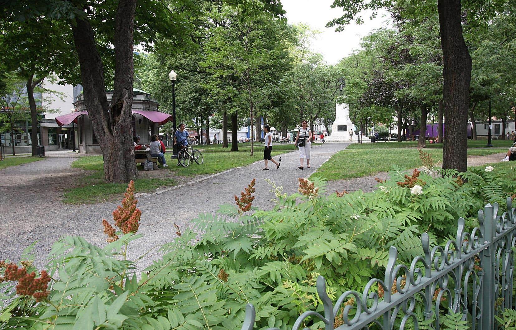 Le square Cabot est un lieu de rassemblement bien connu de la population autochtone itinérante à Montréal.