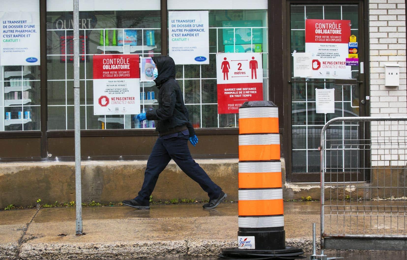 Un sondagerévèle que 46% des Canadiens croient en au moins une des quatre théories principales qui circulent en ligne concernant le virus.
