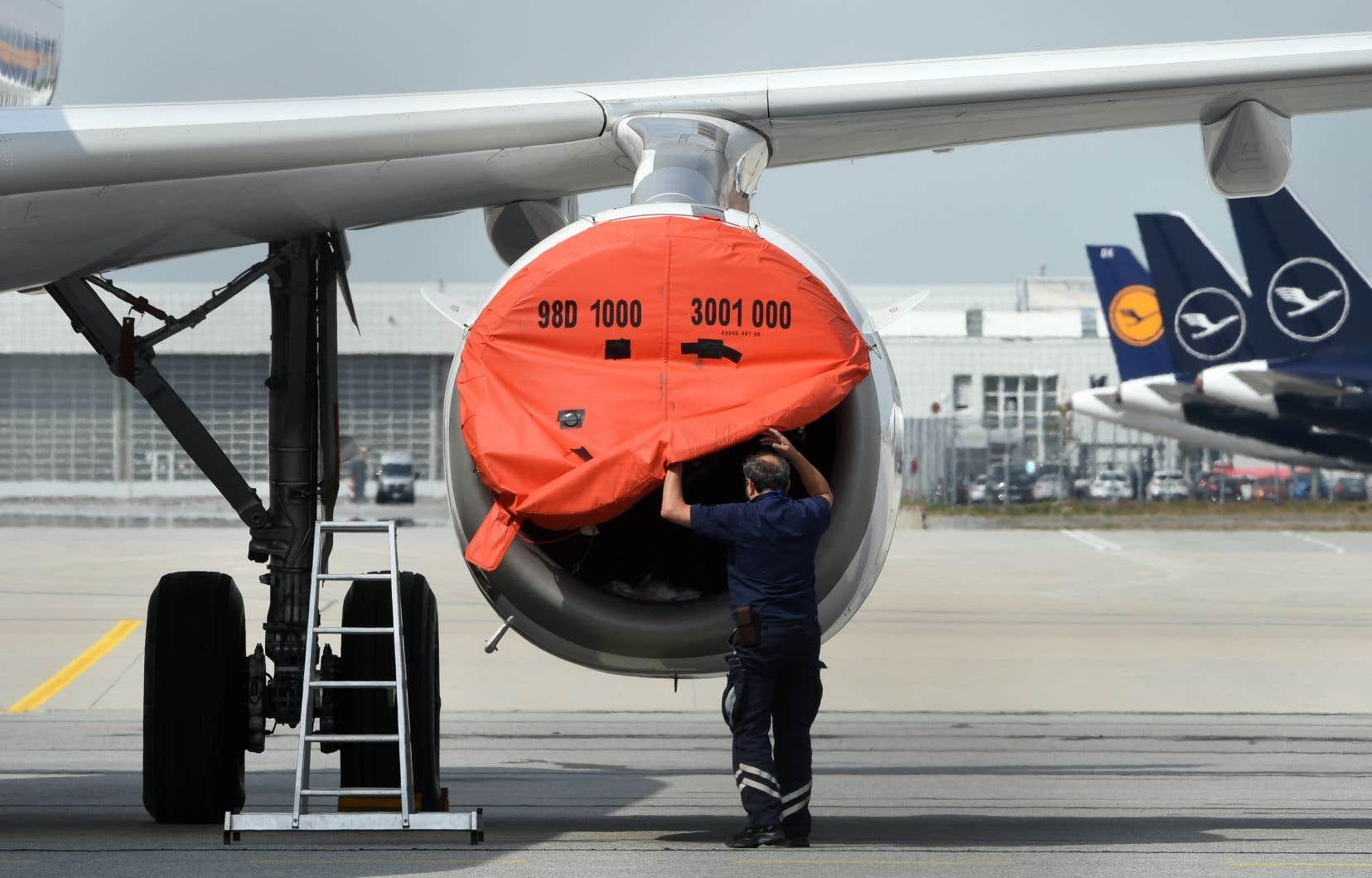 Selon les estimations de l'OACI, les transporteurs aériens subiraient une perte de leurs revenus d'exploitation oscillant entre 238milliards $US et 418milliards.
