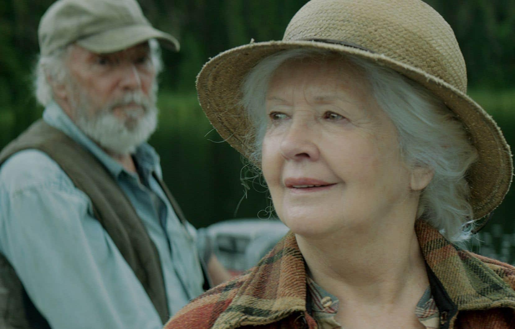 Le film <em>Il pleuvait des oiseaux</em>, mettant en scène Gilbert Sicotte et la regrettée Andrée Lachapelle, domine la liste des finalistes avec 13 nominations.