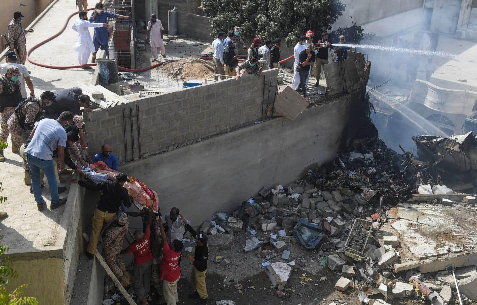 La catastrophe survient quelques jours seulement après que le pays a autorisé la reprise des vols commerciaux internes.