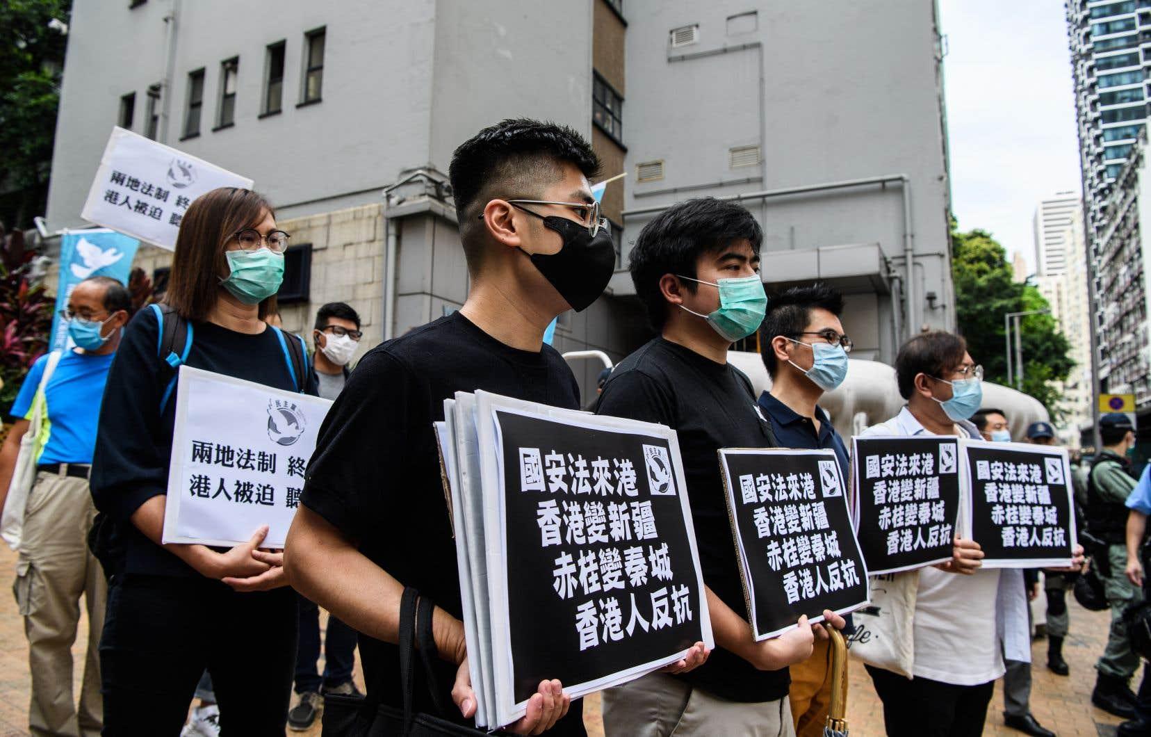 <p>Des militants pro-démocratie étaient déterminés à descendre à nouveau dans les rues pour manifester leur indignation.</p>