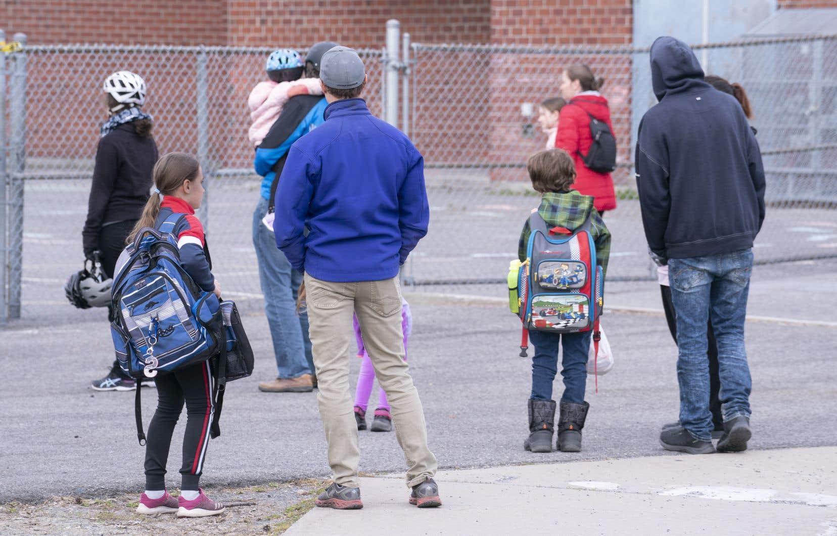 Les enfants de milieux défavorisés sont sous-représentés parmi les élèves du primaire qui sont retournés à l'école sur une base volontaire.