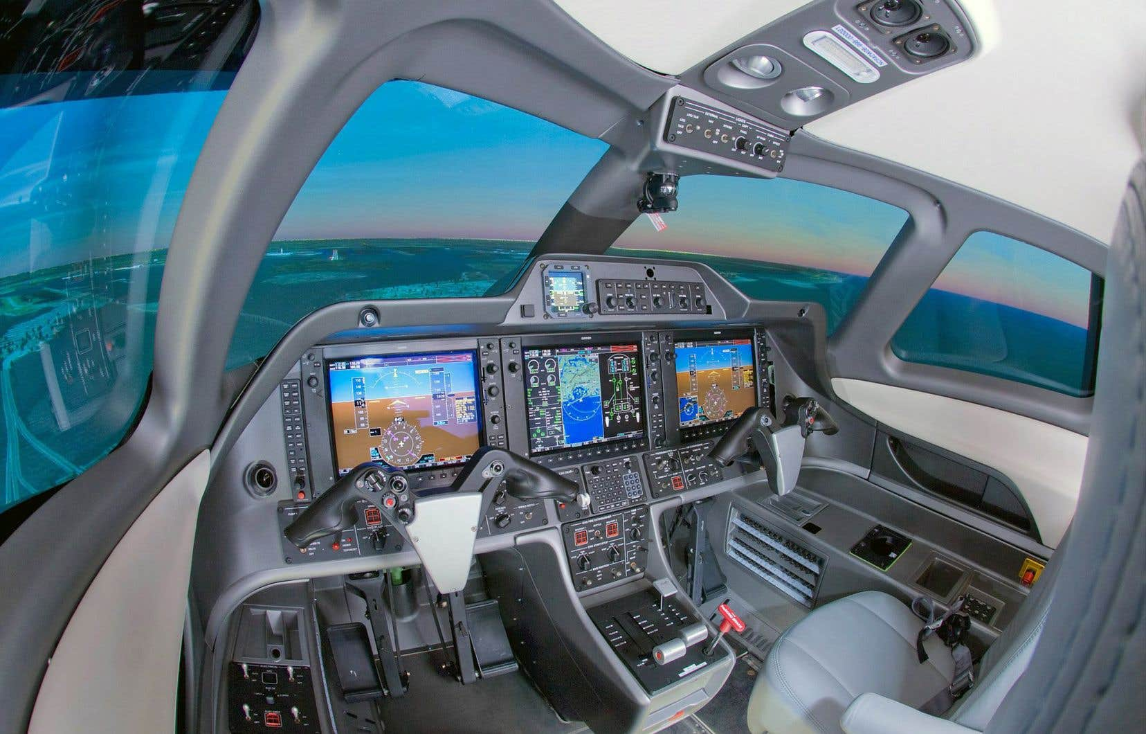 Pour réduire ses coûts, CAE, spécialiste québécois des simulateurs de vol (sur la photo) et de la formation, avait notamment mis à pied près du quart de son effectif, environ 2600 personnes, le 7avril dernier.