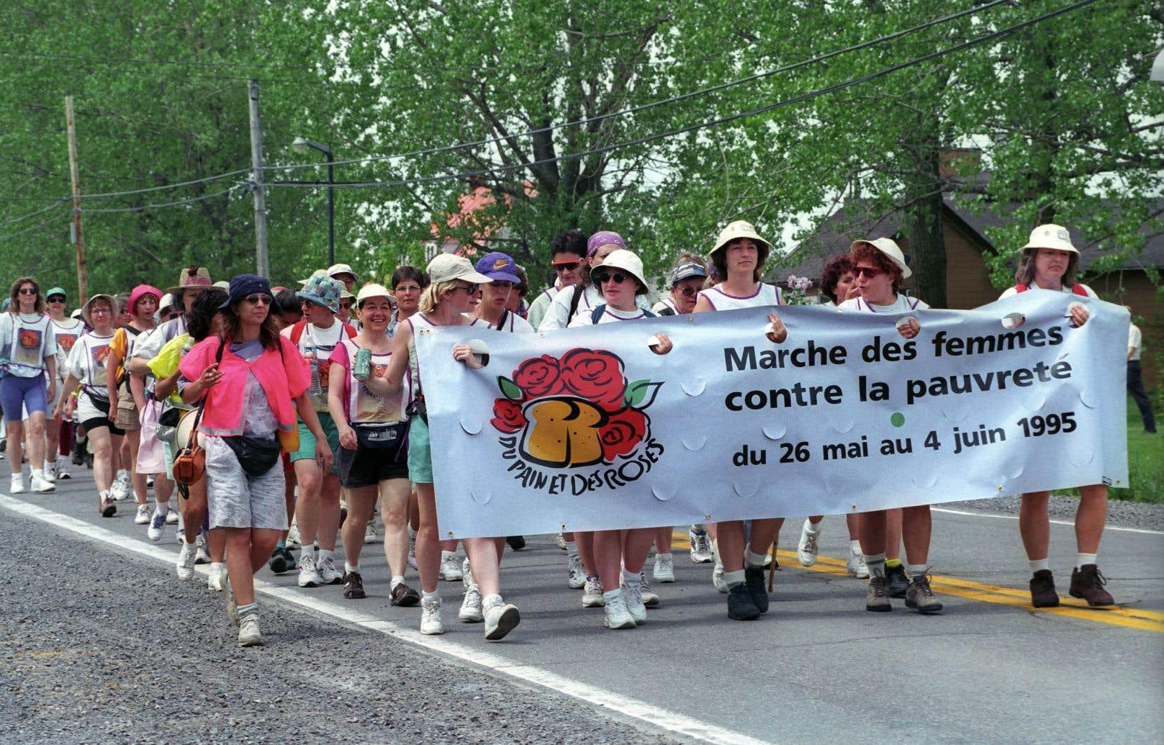 Il a fallu un an d'efforts, des centaines de bénévoles et beaucoup d'imagination pour coordonner une marche de dix jours avec 800 femmes et trois contingents, relate Françoise David.