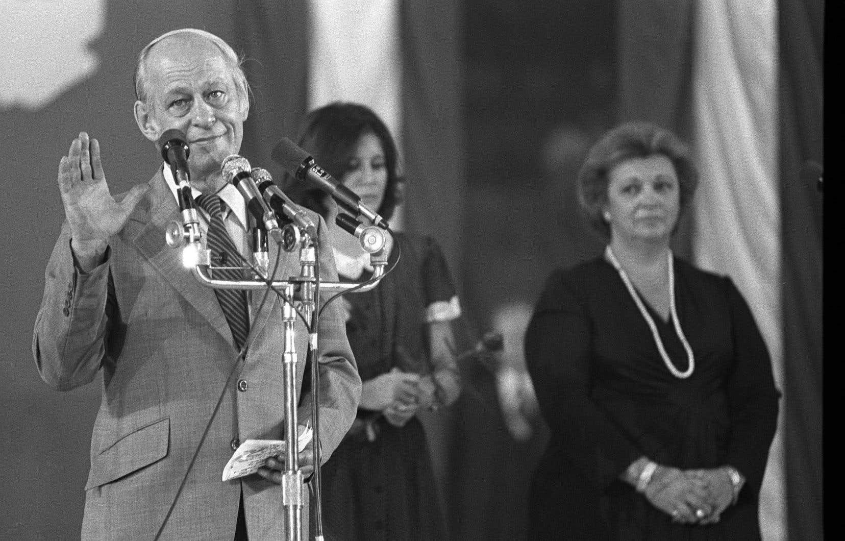 «Pour les élus de 1976, l'idée d'indépendance était le combat de leur vie. Il est donc pour le moins hasardeux de donner l'impression que M.Lévesque (photo) et son gouvernement se sont lancés dans une campagne d'une telle importance un peu à la va comme je te pousse», affirme l'auteur.
