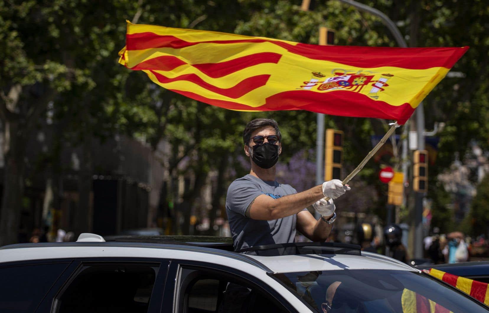 Les manifestations, convoquées par Vox dans une cinquantaine de villes, ont également eu lieu à Barcelone (en photo), Séville, Malaga, Valence, Cordoue ou Bilbao, entre autres.