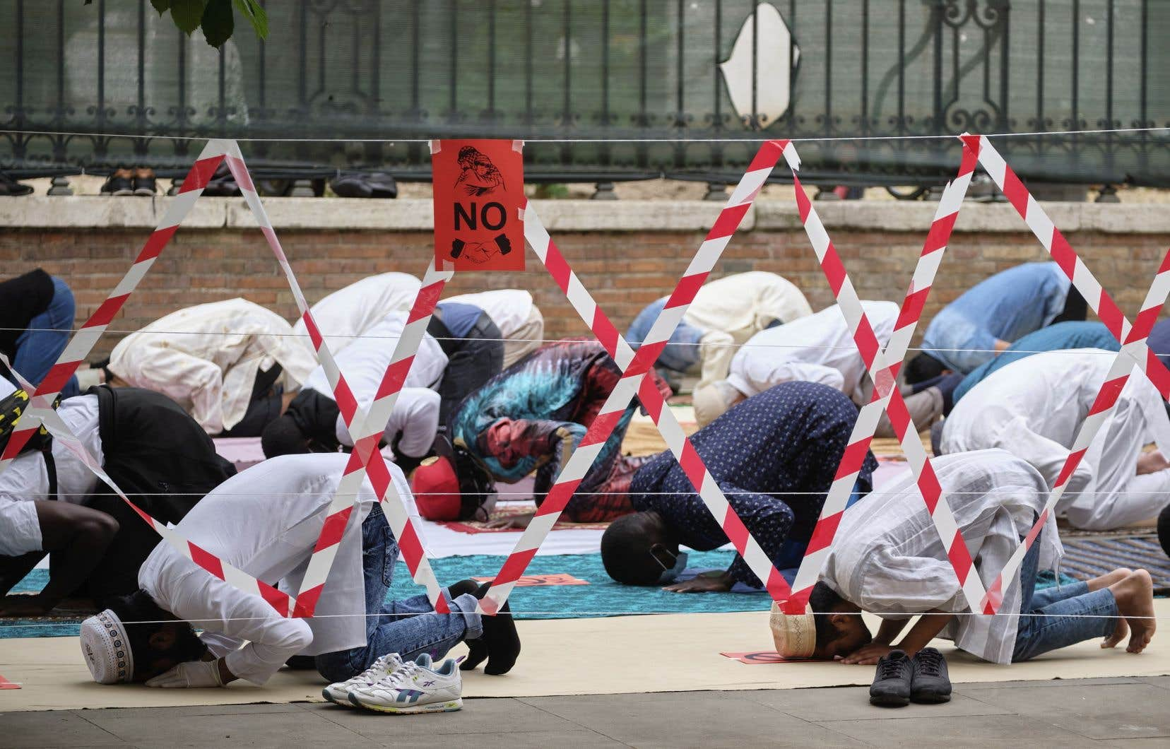 L'Aïd el-Fitr et les prières soulignant la fin du ramadan ont dû se faire dans le respect des nouvelles consignes de distanciation physique.