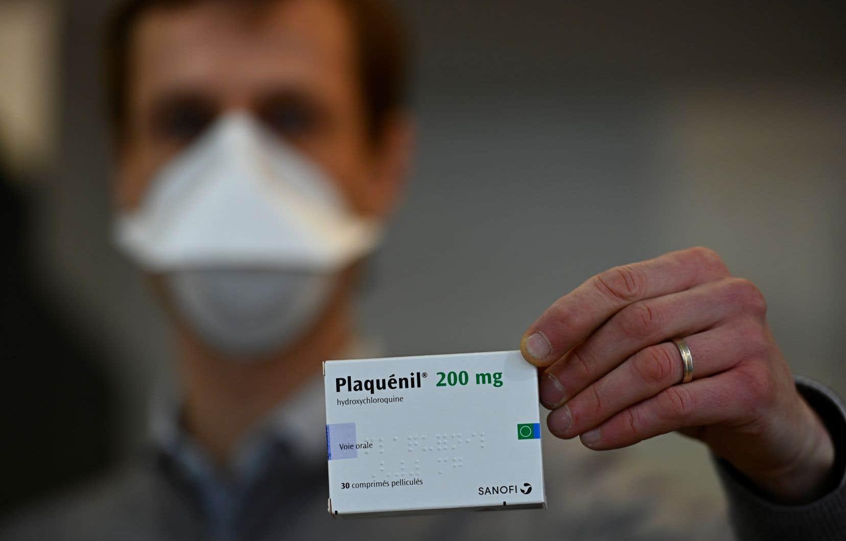 Le médicament, commercialisé en France sous le nom de Plaquénil, était déjà interdit en ville pour traiter le virus.