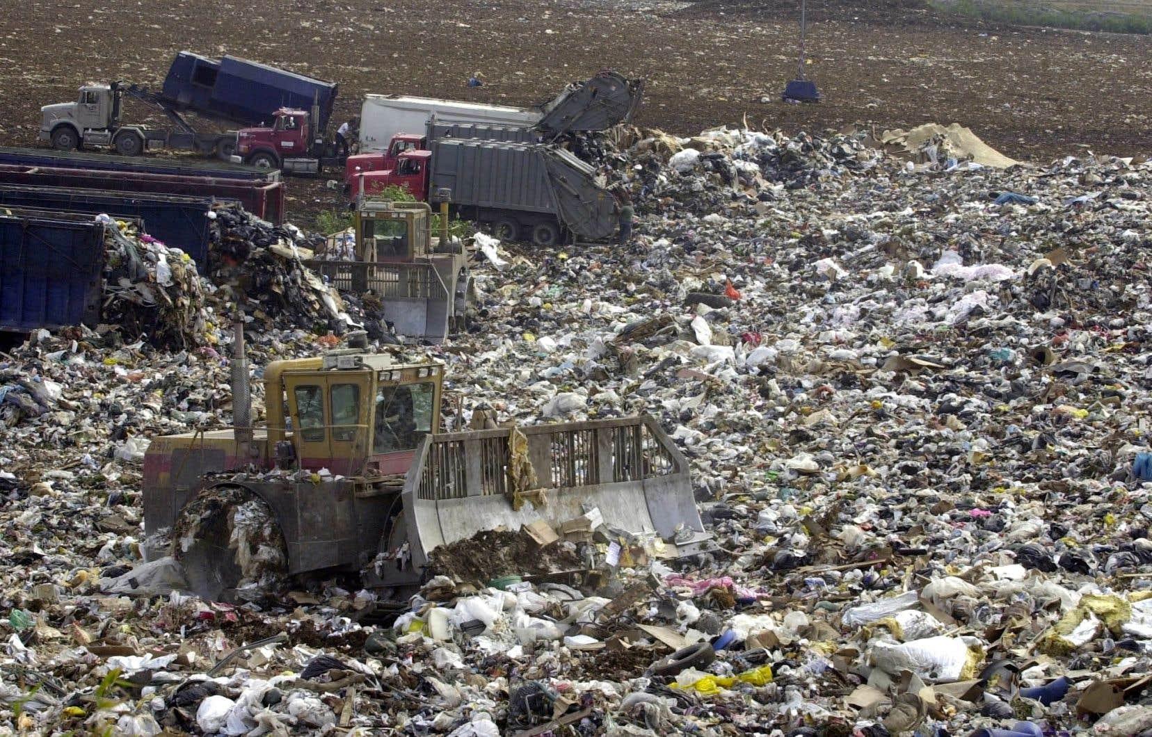 Les Québécois ont généré 697 kilogrammes de déchets par habitant en 2018.
